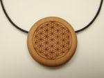 Amulett Elsbeere mit Motiv Blume des Lebens