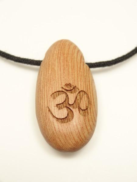 Amulett mit Ohmzeichen