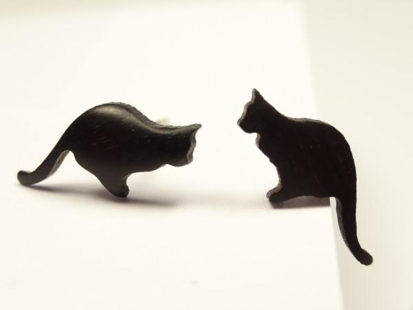 Ohrstecker Motiv Katze sitzend Schwanz unten
