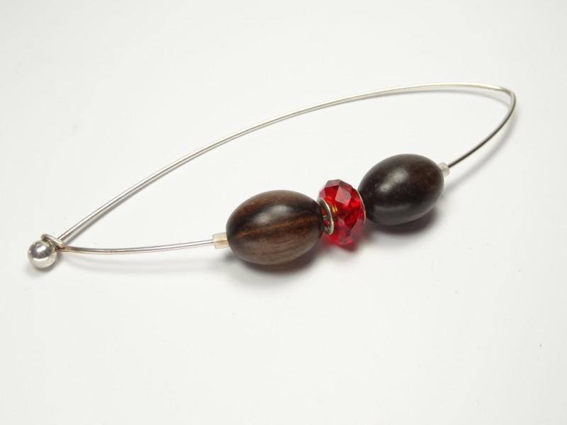 DSC08153Fibel/Jackennadel Ebenholz-olive mit rotem Glas