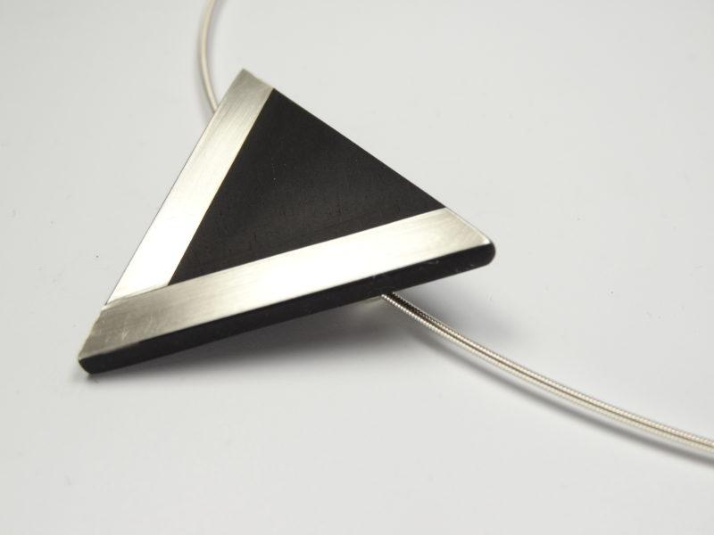 Amulett Ebenholz mit Silbereinlage